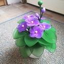 Harisnyavirág Ibolya , Dekoráció, Dísz, Harisnyából készült ez a kis virág, a virágok 4 cm-esek, 24 cm magas és 16 cm széles. Bármilyen alka..., Meska