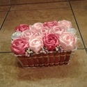Asztal dísz, Dekoráció, Dísz, Szatén rózsákból készült az asztal dísz, mérete 16x12 cm, a rózsák 8 cm-esek. Szép ajándék lehet...., Meska