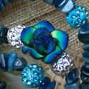 Mélytenger rózsája - krizokolla splitter memória karkötő, Ékszer, óra, Mindenmás, Ruha, divat, cipő, Karkötő, Ékszerkészítés, Gyöngyfűzés, A finom, különleges kékségű Krizokolla apró szemcséi és a színeiben hozzájuk közel álló gyantarózsa..., Meska