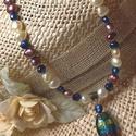 Mágikus szinező - Tenyésztett gyöngy nyaklánc, Ékszer, Nyaklánc, Szépen harmonizáló édesvizi  tenyésztett gyöngyök - egy sorban. Lámpagyöngy medálja ihlett..., Meska