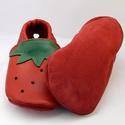 Bőr babacipő, epres, piros-zöld, nyári, Pilooshoe, Baba-mama-gyerek, Ruha, divat, cipő, Baba-mama kellék, Cipő, papucs, Bőrművesség, Varrás, Ki ne szeretné az illatos édes, piros epret?  Puha piros bőrből, rendelésre készül ez a Pilooshoe e..., Meska