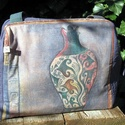 Amforás táska, Táska, Válltáska, oldaltáska, Varrás, Gyönyörű színű, dekorvászonból készült ez a táska. Elől amfora mintával, hátul különféle indamintáv..., Meska