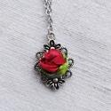 Antikolt ezüst nyaklánc vörös rózsa szalaghímzéssel., Ékszer, Medál, Nyaklánc, Hímzés, Antikolt ezüst színű virágos kicsi medál Szín: antikolt ezüst Anyag: fémötvözet Méret: 30x21x3mm Be..., Meska