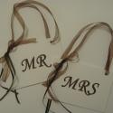 MR-MRS tábla - esküvői fotózáshoz, dekorációhoz, Naptár, képeslap, album, Esküvő, Ajándékkísérő, Asztaldísz, Papírművészet,  (Nézz körül Milevi boltomban is.) A feliratos táblákat ajánlom esküvői fotózáshoz vagy ajándékba a..., Meska