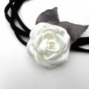 Porcelán rózsa - medál/bross AJÁNDÉK pamutlánccal, Ékszer, Ékszerszett, Bross, kitűző, Tört fehér szatén rózsa különleges changeant - ezüst taft levélkékkel. Letisztultan elegán..., Meska