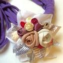 Szerelmes levelek - AJÁNDÉK textillánccal- AKCIÓ!!!!!, Ékszer, óra, Nyaklánc, Bross, kitűző, Ékszerkészítés, Újrahasznosított alapanyagból készült termékek, A romantikus rózsacsokor levelei között néhány betű mintás is található, mintha egy szerelmes levél..., Meska