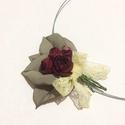 Romantikus apróság  -textilékszer-rózsás nyakék, Ékszer, Medál, Nyaklánc, Aprolékos munkával, ügyelve a részletekre készítettem ezt a kis csokrot. A bájos kis rózsa f..., Meska