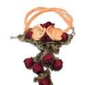 Pipacsok és Rózsák ünneplőben - nyakék, Ékszer, Nyaklánc, Ezeket a különleges barackszínű pipacsokat harmonikusan egészítik ki a sötétpiros szatén rózsák. A p..., Meska