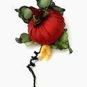 Tököcske virággal -  bross, Ékszer, Bross, kitűző,  Élénk, vidám színű tököcske, kis virágával, indával, zöld levélkén hoz vidámságot az..., Meska