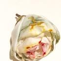 Varázskert - rózsa -  textilékszer - bross, Ékszer, Bross, kitűző, Ez egy olyan bross, ami a viselésének minden pillanatában boldogsággal tölt el. A különleges zöldes ..., Meska