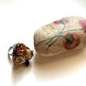 Kései bimbózás - gyűrű - valódi bőr levéllel AKCIÓ!!!!, Ékszer, Gyűrű, Antikolt hatású rózsák valódi bőr levelekkel körülölelten alkotják ezt a csokrot, amit állítható gyű..., Meska
