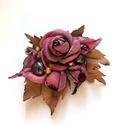 Régi idők romantikája - csokor igazgyönggyel -textilékszer-rózsabross, Ékszer, Bross, kitűző, Különleges ez a színösszeállítás, különleges árnyalatú nyakkendőselyemből készült lüszteres rózsák, ..., Meska