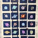 Kézzel festett memóriajáték - Bolygók, Játék, Fajáték, Készségfejlesztő játék, Társasjáték, Egy pakli 26 db (13 pár) fa kártyát tartalmaz, amelyek mind kézzel festve készültek. Gyermekba..., Meska