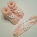 Hajpánt és bébicipő kislány babáknak, Ruha, divat, cipő, Cipő, papucs, Hajbavaló, Hajpánt, Horgolás, Kötés, A kislány babák öltözékének fontos kiegészítői a kötött cipőcske és a hajpánt. A bébicipőt két mére..., Meska