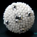 Ezüst gyöngyös fehér kerek gyűrű, Ékszer, Gyűrű, Gyöngyfűzés, A népszerű kerek gyűrűm gyönggyel turbósítva:-) Matt fehér japán kásagyöngyből készítettem el ezt a..., Meska