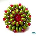 Zöld-piros superduo gyűrű swarovskival, Ékszer, Gyűrű, 3 cm-es ez az olivazöld superduo és piros japán kásagyöngyök és kúpos kristálygyöngy felhasználásáva..., Meska