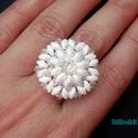 Fehér-kristály superduo gyűrű swarovskival, Ékszer, Esküvő, Gyűrű, Esküvői ékszer, 3 cm-es ez a fehér superduo és az átlátszós irizálós kristály színű japán kásagyöngyök..., Meska