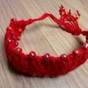 Makramé karkötő piros, gyöngyökkel, Ékszer, óra, Karkötő, Ékszerkészítés, Egyedi, kézzel készített karkötő pamut fonalból, gyöngy díszítéssel. Hossz: 15cm , Meska