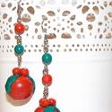 Piros fagyöngy, Ékszer, Fülbevaló, Ékszerkészítés, Gyurma, Gömb alakú fagyöngy akasztós fülbevaló, amely FIMO gyurmából készült és swarovski kristályokkal dís..., Meska