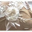 Vintage esküvő. Rusztikus gyűrűpárna. Zsákvászon és beige, ekrü csipkés., Esküvő, Gyűrűpárna, 16 x16 cm-es vintage gyűrűpárna.  Minőségi zsákanyag, juta az alapja ennek a rusztikus gyűrűpárnának..., Meska