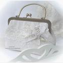 Ekrü, szőttes és csipke . Menyasszonyi vagy alkalmi táska .Vintage len  kistáska., Esküvő, Táska, Ruha, divat, cipő, Meseszép , régi szőttes anyagból készült a táska.  Áttetsző tüllre varrt csipke alapra a saját anyag..., Meska