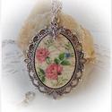 Vintage rózsás antik ezüst medál rózsa  fityegővel.Shabby  shic nyaklánc, Ékszer, Medál, Nyaklánc, 4x3 cm-es méretű antik ezüst medál láncon, vintage rózsa mintával, . Dekupázs-repesztés-lak..., Meska