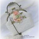 Alkalmi kistáska  menyasszonyi , vagy örömanya ruha kiegészítője, Pasztell rózsák fehér alapon., Táska, Gyönyörű elefántcsont fehér lenből készítettem ezt a táskát.  A fémkeret 16 cm széles, talpa 18x5 cm..., Meska