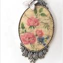 """Rózsák.. """" Vintage ékszer. Nyaklánc  dekupázsmedállal., Ékszer, Medál, Nyaklánc, 4x3 cm a medál belső mérete. Ragasztás, dekupázs, lakkozás. Felülete antik porcelánra hasonl..., Meska"""