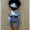 Fekete szakállas hipster- férfifigura , rózsás tetkós testű 1 db, Dekoráció, Képzőművészet, Baba-mama-gyerek, Férfiaknak, Baba-és bábkészítés, Hímzés, Mérete : 35 cm A különlegességeket  kedvelőinek ajánlom ajándékként, dekorációként . Arca saját kéz..., Meska