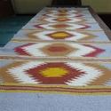 Festékes szőnyeg, Otthon, lakberendezés, Lakástextil, Szőnyeg, Szövés, Méretei 72x220 cm tiszta gyapjúból készült székely festékes lábujjkás mintával.A minták csíkokban h..., Meska