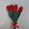 Tulipán csokor piros-pöttyös, Dekoráció, Otthon, lakberendezés, Csokor, Asztaldísz, Varrás, Közép pöttyös piros virágok,  diszkrétebb színű zöld szárral. A szár egyenes szívószál. A levél és ..., Meska
