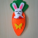 Nyuszi répában, Játék, Dekoráció, Húsvéti díszek, Ünnepi dekoráció, Varrás, Gyerekeknek szép ajándék húsvétra, vagy akár alvókának, játéknak is alkalmas. A répás tojás filcből..., Meska
