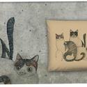 Három cica párnahuzaton, Otthon & lakás, Lakberendezés, Lakástextil, Párna, A grafika Nora Dovidonyte legújabb munkája Mogyorószín díszpárnahuzat rejtett zippzárral 40 x 40 cm ..., Meska