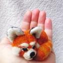 Tűnemez vörös panda bross - nemezelt kitűző, Ékszer, Bross, kitűző, Egyedi kézzel készített tűnemez vörös panda bross, gyöngy szemmel.  A bross (kitűző) sokoldalúan vis..., Meska