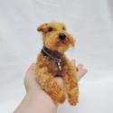 Kutya hasonmás - egyedi Airedale, welsh terrier fekvő szobor, Otthon & lakás, Képzőművészet, Szobor, Egyedi kézzel készített tűnemez fekvő kutya szobor , gyöngy/üveg szemmel.  Elküldött fotó alapján do..., Meska