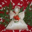 Karacsonyi csuhé angyalka virággal, Dekoráció, Ünnepi dekoráció, Karácsonyi, adventi apróságok, Karácsonyi dekoráció, Eladó kukorica csuhé angyalka. Kb. 10-12 cm magas.  Szükség esetén postázok is., Meska