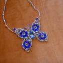 Kék pillangó, 44 cm ezüst közepű kásából fűzött láncon ...