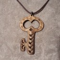 Kulcs - bőrnyaklánc, Ékszer, Nyaklánc, Anyák napja, Ballagás, Kulcs alakú bőrből készült igazán egyedi nyaklánc.  Méretei: - belső kerület: 58 cm  Medá..., Meska