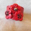 Virágos bőrkarkötő piros színben, Ékszer, Karkötő, Piros színű valódi bőrből készült , bőrvirágokkal díszített karkötő. Egyedi tervezésű, kézműves term..., Meska