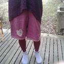 Bolondos lennadrág, Ruha, divat, cipő, Női ruha, Nadrág, Hímzés, Varrás, Hímzés, csipke, gombok, gyöngyök, és kész is a bolondos nadrág, ami színes harisnyával, kötött puló..., Meska