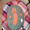 Boldog macska.Textilkép, Baba-mama-gyerek, Dekoráció, Gyerekszoba, Kép, Varrás, Patchwork, foltvarrás, Gyermekrajz után készült, hímzett kép a zsákmányát büszkén feltartó boldog macska. A figurát egy vl..., Meska