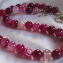 ACHÁT-gyöngysor, Ékszer, óra, Karkötő, Gyönyörű pink színű ACHÁT  gyöngyökből  fűzött gyöngysor. A gyöngyök mérete:10mm A  n..., Meska