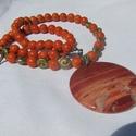 FÉLDRÁGAKŐ NYAKÉK, Ékszer, Karkötő, Narancs színű FOSSZÍLIA gyöngyökből fűzött gyöngysor. Nagy JÁSPIS medál díszíti. A gyö..., Meska