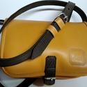 Kicsi kétrekeszes - barna-sárga, Táska, Válltáska, oldaltáska, A táska méretei: 22x17x8cm. Anyaga barna és sárga marhabőr. Két rekeszes egyszerű kis válltáska, jó ..., Meska