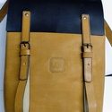 Minimál hátizsák - fekete/nyers 1, Táska, Ruha, divat, cipő, Hátizsák, A hátizsák fekete és nyers marhabőrből  készült.  Nyers vászon béléssel, a bélésen kis zseb, mobilna..., Meska