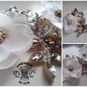 Kristály-kert, Esküvő, Hajdísz, ruhadísz, Varrás, Menyasszonyi öv , virágokkal és kristályokkal. Ekrü-bézs-fehér színben. A kristályok ezüst színűek...., Meska