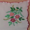 hímzett terítő, Magyar motívumokkal, Hímzés, kézzel hímzett terítő, anyaga napszövet, mérete: 45x45 cm domináns szín a lila és a rózsaszín, Meska