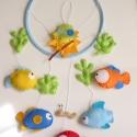 A tenger mélyén - halacskás babaforgó/ függő dísz gyerekszobába, Gyerek & játék, Otthon & lakás, Gyerekszoba, Dekoráció, Bájos, színes gyermekforgó öt különböző halacskával, akikhez  egy aprócska kukac merészkedett le a t..., Meska