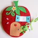 Zöldi gyümölcsbogárka eperkuckója- játszókönyvecske, Baba-mama-gyerek, Játék, Készségfejlesztő játék, Plüssállat, rongyjáték, Mindenmás, Varrás, Ebben a bájos kis eper házikóban lakik Zöldi, a cuki gyümölcsbogárka. Zöldi imádja az epret és a vi..., Meska