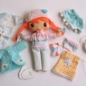 Nati- öltöztethető textilbaba kiscicával és kiegészítőkkel , Gyerek & játék, Játék, Baba, babaház, Kedves, mosolygós,fonott copfos baba, mindenféle ruha darabbal és egy aprócska tarka cicával. Arca k..., Meska
